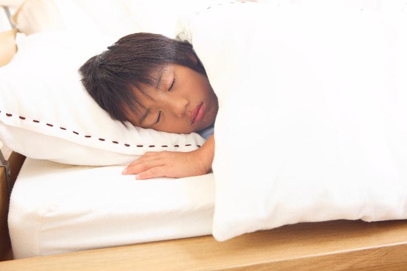 寝ている時間を使って矯正します